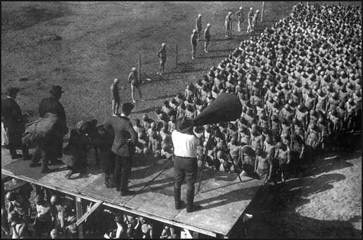 Fritz Lang sul set di Metropolis (l'immagine che David Foster Wallace avrebbe voluto come cover di Infinite Jest)