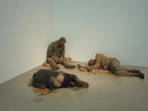 Duane Hanson, Bowery derelicts - Hyper Real MUMOK Wien